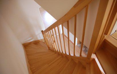 Hvilken type træ skal jeg bruge til en trappe